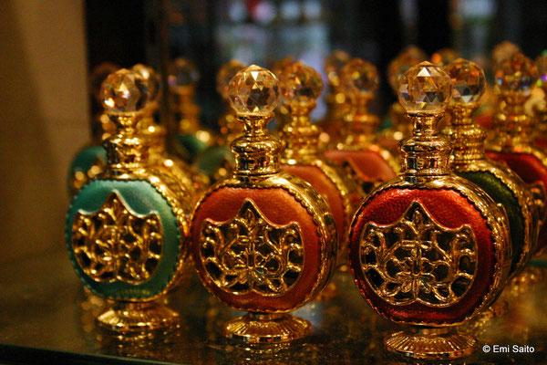 香水瓶(アラブ・ストリート近辺のお土産屋さんにて)
