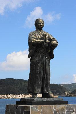 五島祈りの龍馬像