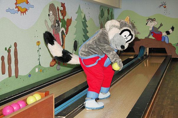 Tom – Der Waschbär – Maskottchen und Bowlingbahn