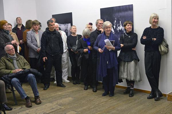 Kuratorin Renate Bender und Künstler