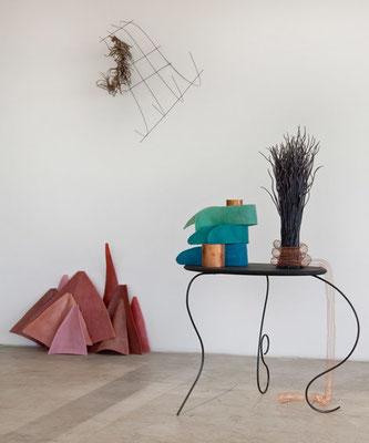 Lisa Marei Klein, Anstatt mir Kränze zu binden…, 2013, Wachs, Haare, Kupfer, MDF, Stahl