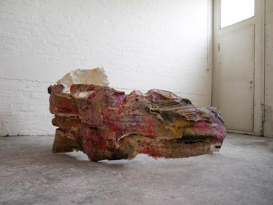 Emilia Neumann, o.T. (korex I), 2016, Gips + Pigment