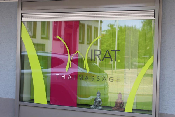 Wellness Massage - Schaufenster unseres neuen Geschäfts im Herzen von Erfenbach.