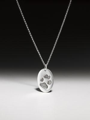 Silberkette mit Pfötchenabdruckmedaillon Silber 210,00 EUR, vergoldet mit Bronze 220,00 EUR (auch Medaillon als Herz möglich)