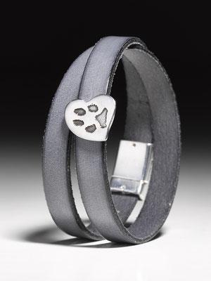 Wickelarmband mit Pfötchenabdrucknugget/Herz in Feinsilber 190,00 EUR, Bronze 200,00 EUR (zuzüglich des Pfotenabdrucks durch uns)