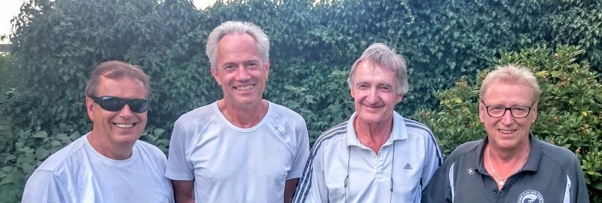 Herren-Doppel von links: Hartmut Wildfang, Gerd Metzker,Walter Meyer-Hasse, Erwin Grieb