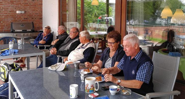 Von links Rainer Wiezzoreck, Wolfgang Köpcke, Fiete Thiedemann, Heinz Renner, Gretel und Gerd Schulte