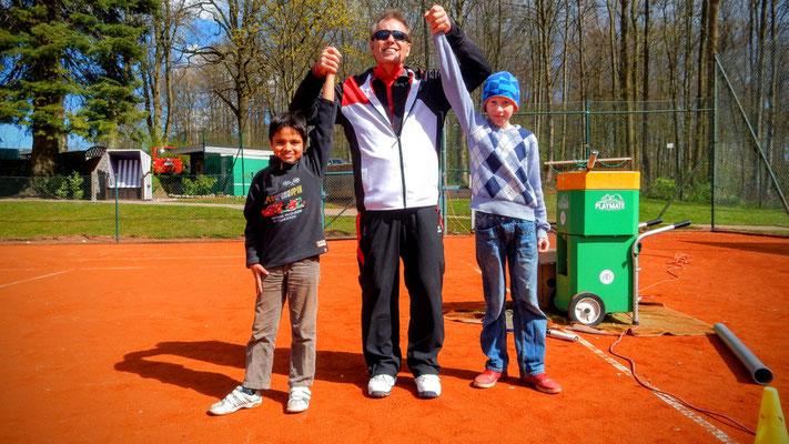 Auch Ariyan(li) und Branko(re) waren mit viel Spaß dabei ....