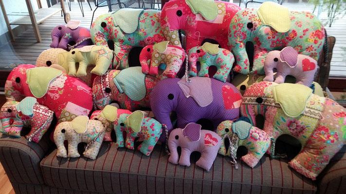 Elefant zu verschenken,  zu Kuscheln und als Wohnaccessoires