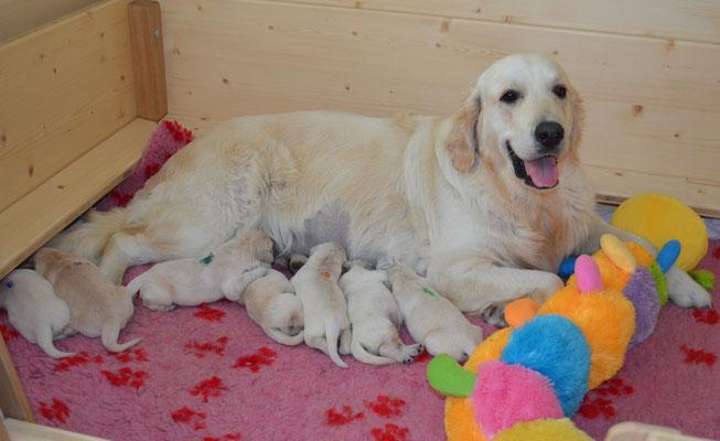 Jane total glücklich mit ihren Babys