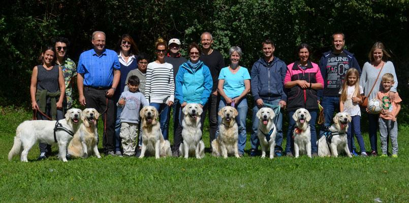 und zum Schluss noch das Gruppenbild. vlnr: Juno, Amy, Cooper, Curry, Jane, Pistache, Senna und Mira