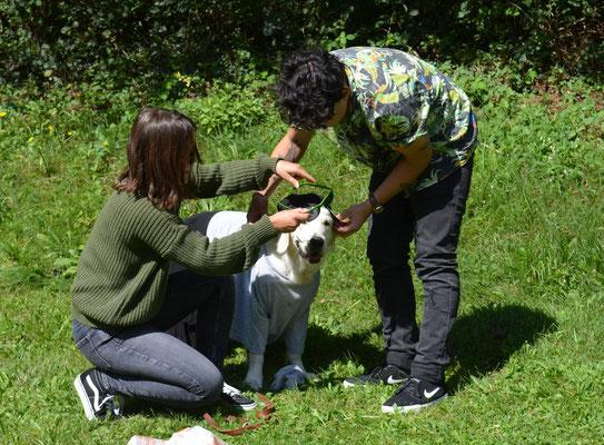 Sarah und Alex mit Juno, gemeinsam gehts besser