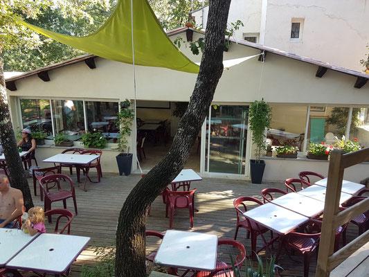 Restaurant avec terrasse ombragée