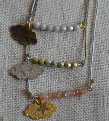 Colliers enfant et femme rang perles facettées et nuage métal diamanté (13€ l'unité)