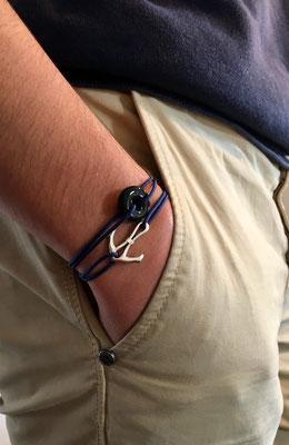 Bracelet céramique noire (10 €) porté mixé à un bracelet ancre (12€) sur cordons marine réglables avec noeuds coulissants