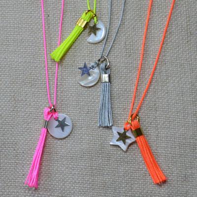 Colliers enfant nacre lune, étoile ou sequin rond sur fil de jade avec fermoir (9€ l'unité)