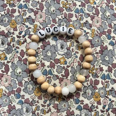 Bracelet personnalisé en perles de verre alphabet sur commande (12 à 15 €)