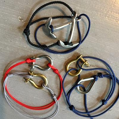 Bracelets marins masculins : manille, cosse ou ancre sur cordons marine, rouge ou gris réglables avec noeuds coulissants 12€ l'unité