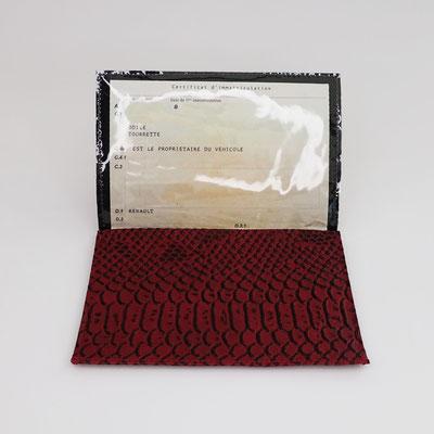 Etui carte-grise en simili dragon rouge - Fabrication française
