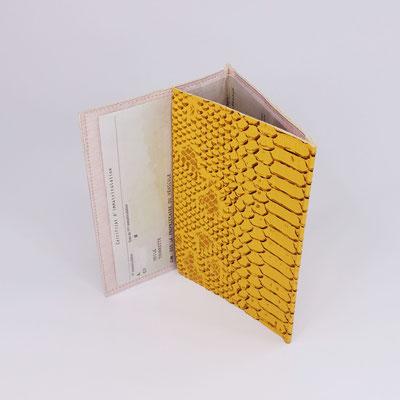 Etui carte-grise en simili dragon jaune - Artisanal