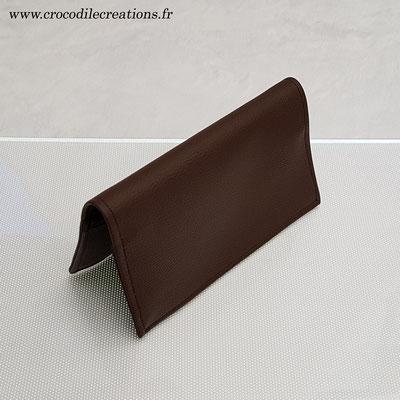 Porte-chéquier, simili, grainé chocolat