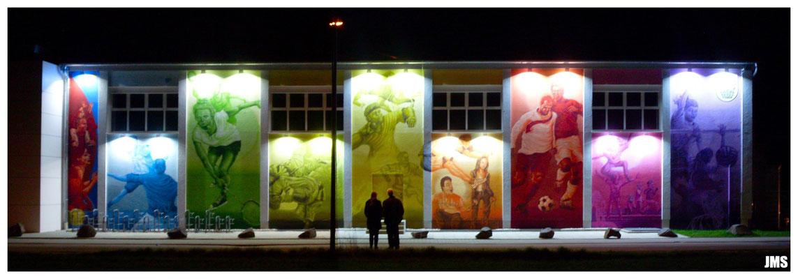 Westerbachhalle in Niederhöchstadt mit Beleuchtungskonzept bei Nacht