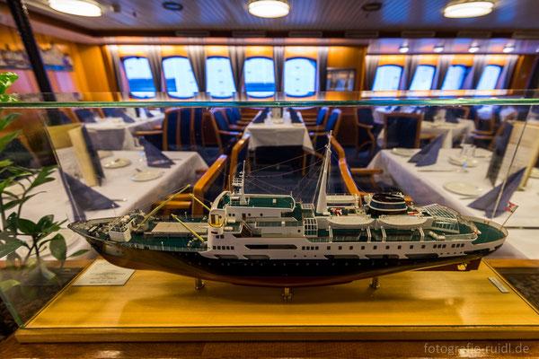 Schiffsmodell im Speisesaal