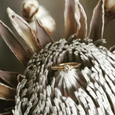 Verlobungsring in Gelbgold 750 mit Sechsgrifffassung und Diamant mit  0.155ct.