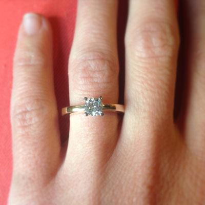 Verlobungsring in Roségold 750 und einer Viergrifffassung in Weissgold 750 und einem Diamanten mit 0.55ct.