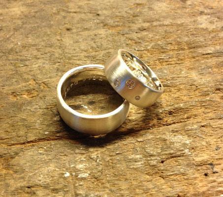 Trauringe in Silber 925 mit Diamanten im Damenring