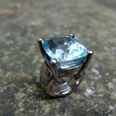 Ring in Weissgold 750 mit Aquamarin