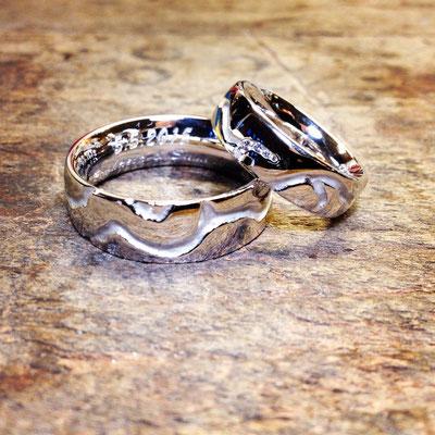 Trauringe in Weissgold 750 mit Diamanten im Damenring