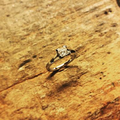 Verlobungsring in Platin mit einem Diamanten mit 0.5ct