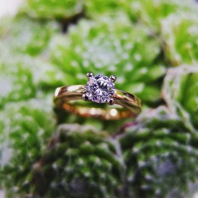 Verlobungsring in Roségold 750 und einer Viergrifffassung in Weissgold 750 und Diamant mit 0.55ct.