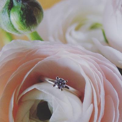 Verlobungsring in Weissgold 750 mit einem Diamant mit 0.24ct.