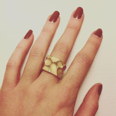 Ring in Gelbgold 750 mit Struktur