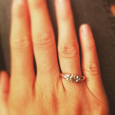 Verlobungsring in Weissgold 750 mit einem Champagner Diamanten mit 0.47ct und sechs weissen Diamanten