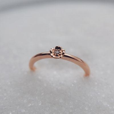 Verlobungsring in Rotgold 750 mit floraler Fassung und einem pinken Diamanten