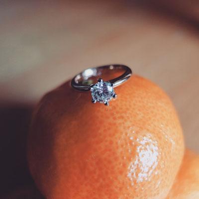 Verlobungsring in Roségold 750 und einer Sechsgrifffassung in Weissgold 750 und Diamant mit 0.57ct.