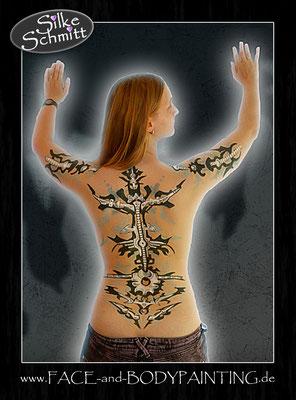Bodypainting zur Veranschaulichung eines echten Tattoos