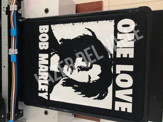 impresión textil de camisetas negras
