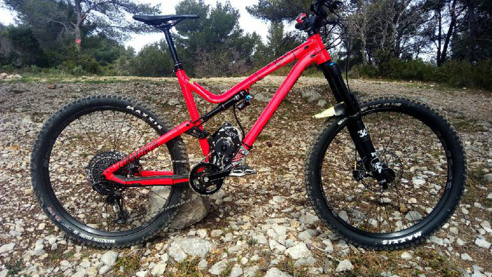 ELECTRIC BIKE COMMENCAL CYCLES