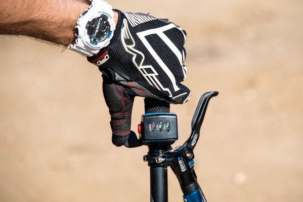 Acceleratore elettrico per mountain bike sul manubrio