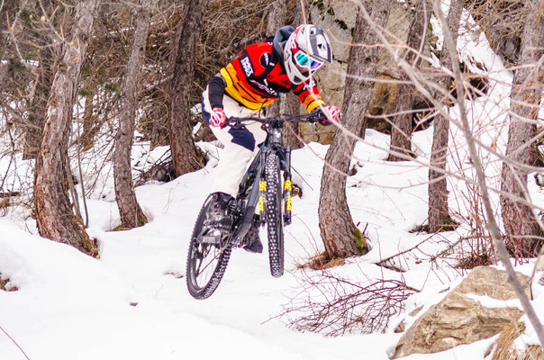 is it possible to ride mountain bike and snow ?
