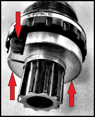 Bague de reglage d'axe de pedalier permet de regler le jeux.