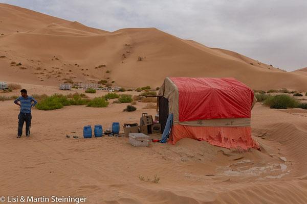 einsamer Imker in der Wüste