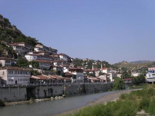 Girokaster-  die Stadt der Tausend Fenster