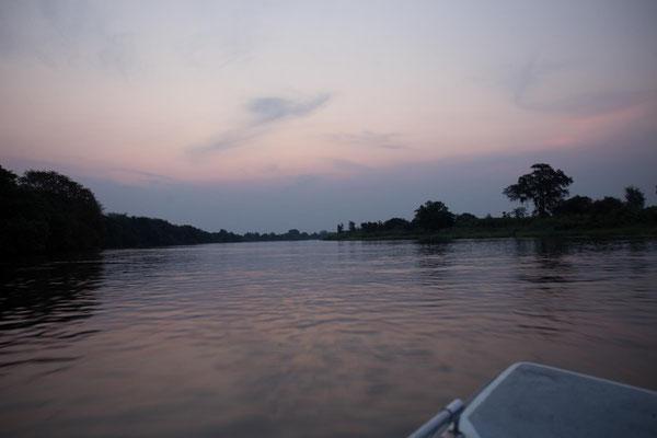 tausend Blau am Abendhimmel über dem Kafue River