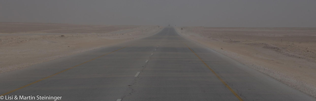Sandsturm auf der Autobahn