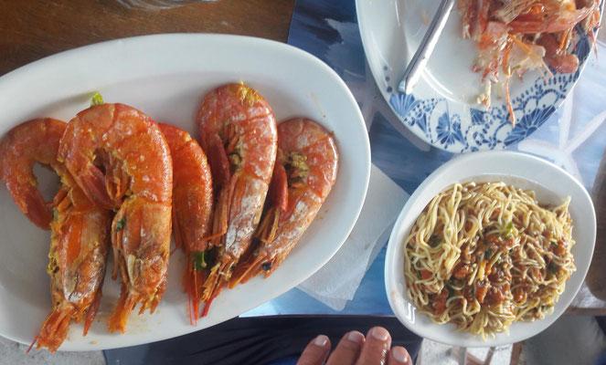 Spaghetti mit Scampi in der Bucht von Fokianou